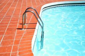 Čištění zahradního bazénu